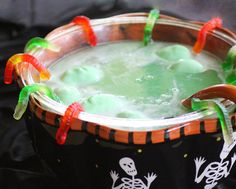 This Halloween party punch is easy and affordable. Only 3 ingredients required to create this refreshing lime punch. Make it extra spooky with gummy worms, spiders, frozen hand, eyeballs, and witch hearts. Halloween Snacks, Recetas Halloween, Theme Halloween, Halloween Goodies, Halloween Birthday, Holidays Halloween, Halloween Cocktails, Halloween Cubicle, Halloween Tips