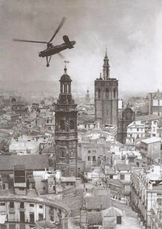 Torre de Santa Catalina, Micalet y Catedral Valencia Old Pictures, Old Photos, Interwar Period, Murcia, Historical Pictures, Alicante, Dieselpunk, Black And White Photography, Paris Skyline