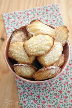 La madeleines son típicas de la gastronomía francesa. Es un bizcocho muy parecido a la magdalena pero con un sabor intenso a mantequilla, ya...