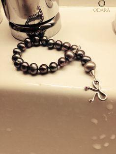 Dindi Bracelet_white gold, pearls and rubis_everyday jewelry odara_www.odara.art.br