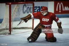 goalie-vladislav-tretiak-of-the-ussr-makes-the-save-against-the-on-picture-id136277398 (612×409)