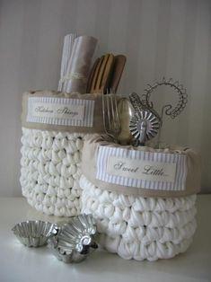 Crochet, basket, heart, gift B Crochet Home, Love Crochet, Crochet Motif, Crochet Yarn, Crochet Patterns, Knit Basket, Basket Weaving, Crochet Baskets, Crochet Storage