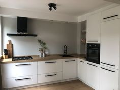 Two toned diy kitchen looks that you can create and diy modern kitchen cabinet d… – White N Black Kitchen Cabinets Kitchen Room Design, Modern Kitchen Design, Home Decor Kitchen, Interior Design Kitchen, Diy Kitchen, Kitchen Cabinets, Black Kitchens, Home Kitchens, Küchen Design
