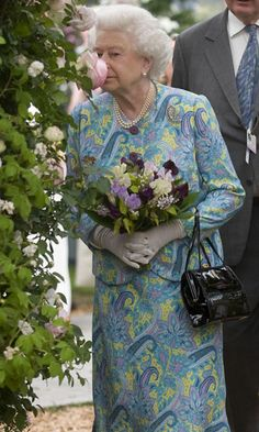 Chelsea Flower Show 2010: the Queen pays a Royal visit - Telegraph