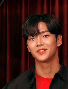 "seolhyejeong: ""❣️ "" Cute Korean Boys, Korean Men, Korean Actors, Oppa Ya, Chani Sf9, Jung Hyun, Fnc Entertainment, Fine Men, Cute Gif"