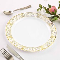10 Pack White Round Disposable Plastic Dinner Plates With Heritage Gold Lace Rim Gold Plastic Plates, Disposable Plastic Plates, Gold Candle Holders, Plastic Dinnerware, Gold Wedding Decorations, Banquet Tables, Use Of Plastic, Gold Lace