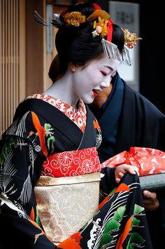 Tomitae (now geiko) of Gion Higashi