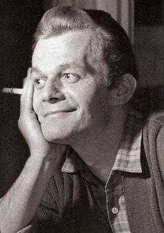 Darvas Iván(1925-2007)  a Nemzet Színésze címmel kitüntetett, kétszeres Kossuth- és kétszeres Jászai Mari-díjas magyar színművész, érdemes és kiváló művész.