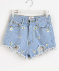 Pretty Outfits, Cool Outfits, Summer Outfits, Daisy Shorts, Flower Shorts, Teen Fashion, Fashion Outfits, Denim Fashion, Mode Cool