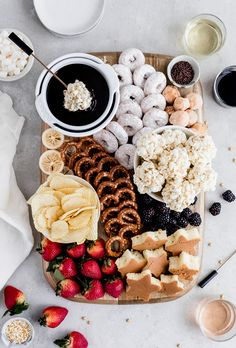 movie night snacks Rich and decadent Chocolate Fondue is perfect for a date night in! This easy dessert board features fun dipping options and is best enjoyed with your favorite wine Dessert Party, Snacks Für Party, Party Food Kids, Fondue Recipes, Dessert Recipes, Fondue Ideas, Picnic Recipes, Picnic Ideas, Waffel Vegan