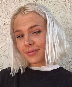 We can't stop obsessing over the white hair color trend — it's so editorial and chic. Here are some of our favorite ways to rock the stylish new hair color. Short Platinum Blonde Hair, Beach Blonde Hair, Silver Blonde Hair, Blonde Hair Girl, Blonde White Girl, Platinum Bob, Silver White Hair, Short Blonde Bobs, Short Bleached Hair