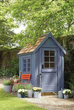 petit abri de jardin gris pour y garder les outils de jardinage #diysheds