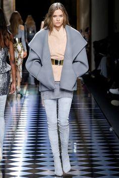 Josephine Skriver for Balmain fall/winter 2016 collection – Paris fashion week. Fashion Week Paris, Fashion Week 2016, Winter Fashion, Fashion Moda, I Love Fashion, Runway Fashion, Fashion Show, Fashion Design, Fashion Trends