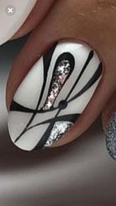 Black and white nail designs pictures Silver Nail Designs, Black And White Nail Designs, Black White Nails, Holiday Nail Designs, Cute Nail Designs, Silver Glitter Nails, Bling Nails, Black Glitter, Nagel Bling