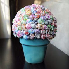 Party decoration  lollipop bouquet.. very easy and colorful!