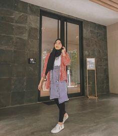 Selamat pageee!!😴. ______ • chu bgtt bajunya dari @haideeorlin 😫 Modern Hijab Fashion, Ulzzang Fashion, Muslim Fashion, Ootd Fashion, Korean Fashion, Fashion Outfits, Womens Fashion, Casual Hijab Outfit, Ootd Hijab