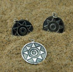 Colgante de plata de ley pieza pintadera canaria en relieve Canario, Atlantic Ocean, Tattoo Inspiration, Nespresso, Chains, Tatoos, Piercing, Pendants, Diy Crafts