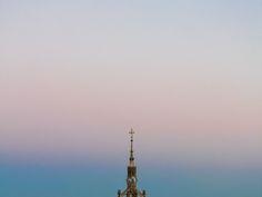 097 - Mejor que el ocaso (Mirando hacia el mar cuando el sol se pone en las montañas) / Better than the decline (Looking towards the sea when the sun sets on the mountains) #sunset #puesta de sol #clock #reloj #torre #tower #sky #cielo #project365 #proyecto365 #gradient #degradado