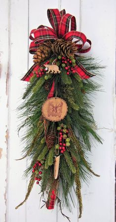 22 Charming Outdoor Christmas Tree Decorations You Must Try this Year - The Trending House Christmas Door Decorations, Christmas Swags, Etsy Christmas, Holiday Wreaths, Rustic Christmas, Christmas Crafts, Cabin Christmas Decor, Outdoor Christmas Wreaths, Red Berry Wreath