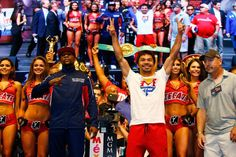 Floyd-Mayweather-Jr-L-and-Manny-Pacquiao-pose