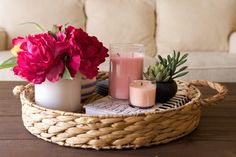 Awesome Coffe Table Decor Ideas Trays Fortunately, home decor doesn't need to be so stressful! At the same time, it is not at all an easy task. It consists of decorating all the rooms prop… Coffee Table Styling, Diy Coffee Table, Decorating Coffee Tables, Coffee Table Design, Rustic Coffee Tables, Coffee Tray, Coffee Shop, Coffee Table Decor Living Room, Living Room Decor