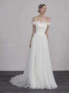 wedding-dress-tulle-straight-ESAI Sweet Wedding Dresses, Classic Wedding Dress, Bridal Dresses, Wedding Gowns, 2nd Marriage Wedding Dress, Wedding Attire, Wedding Dress Necklines, Pronovias Wedding Dress, Fairytale Dress