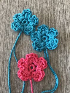 Fiore semplice all'uncinetto Crochet Leaves, Crochet Flowers, Freeform Crochet, Knit Crochet, Crochet Projects, Crochet Tutorials, Crochet Necklace, Projects To Try, Embroidery