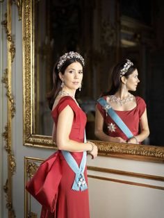Crownprincess Mary of Denmark - wow just sooooo beautiful. She really knows how to dress. I have never seen her in a bad dress-situation.