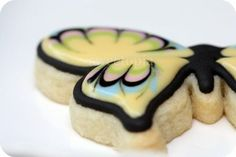 Cookie Decorating Tutorial – General Tips & Butterfly Cookies | Sweetopia. Royal icing recipe.