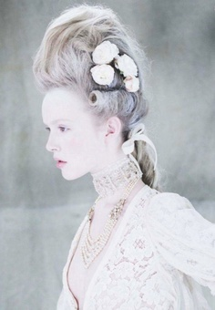 i'm having a marie antoinette moment: hannah haney and holly f by yuval hen for tatler uk february 2012 Ellie Saab, Editorial Hair, Editorial Fashion, Marie Antoinette, Mode Baroque, Love Vintage, Rococo Fashion, Shooting Photo, Rococo Style