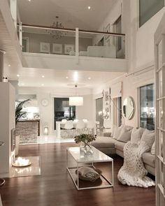 Have a lovely evening😘✨ . . . #interiorandhome #whiteliving #autumnmood #interior9508 #bobedre #boligpluss #homedeco #scandichome…
