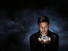 In Dynamo: Magician Impossible, the award-winning British illusionist Dynamo demonstrates his mind-boggling brand of magic. Having made his name as a magi