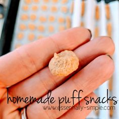 Homemade baby/toddler Puff Snacks – hayleopaleo - Christina Niles - HOME Homemade Baby Puffs, Homemade Baby Snacks, Homemade Gifts, Toddler Meals, Kids Meals, Toddler Food, Fingerfood Baby, Yogurt Melts, Healthy Baby Food
