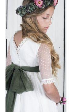 Cómo elegir Vestidos de Boda Cortos Para Niñas - El Cómo de las Cosas Fascinator, Headpiece, Fashion Models, Girl Fashion, Tea Party Hats, Dress Hairstyles, Communion Dresses, First Communion, Kids Outfits