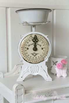 Vintage is stylish and timeless. If you are looking forward to refurbish with the vintage interiors then you can definitely give it a fresh look yet it will make your home look classic. Here are few simple and affordable ideas for a vintage kitchen. Vintage Kitchenware, Vintage Kitchen Decor, Antique Decor, Shabby Chic Kitchen, Vintage Dishes, Shabby Vintage, Love Vintage, Vintage Style, Old Kitchen