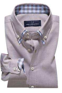"""NEUE DESSINS FÜR BUSINESS & FREIZEIT  Ob kariert oder trendiges """"falsches Uni"""", die neuen Maßhemden des Jahres 2015 bringen Abwechslung in Ihre Garderobe und unterstreichen einen gepflegten Kleidungsstil. Sie passen zu Jeans oder Chinos, aber auch zum legeren Businessoutfit mit Sakko. Aus hochwertigen Baumwollgarnen gewebt und in unserer Manufaktur auf das Feinste nach Ihren Maßvorgaben veredelt, werden diese Maßhemden Sie durch ihre besonders weichen Trageeigenschaften begeistern."""