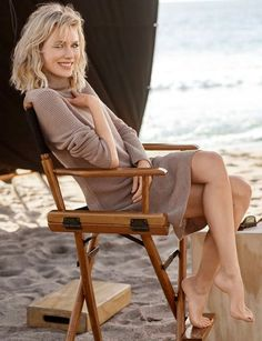 Naomi Watts - sexy legs and feet 😘 Gorgeous Feet, Beautiful Legs, Gorgeous Women, Barefoot Girls, Nicole Kidman, Celebrity Feet, Celebrity Photos, Beautiful Celebrities, Girls Image