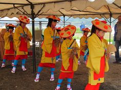 【御田植】平成24年5月26日、伝統的稲作行事『御田植』(主催・巴会)での、押切田植踊り保存会・押切子供会の皆さんによる「押切田植踊り」の様子③です。