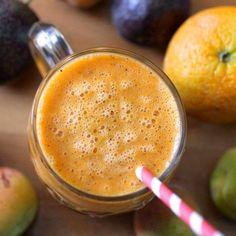 Make this healthy smoothie using oranges and carrots. #shakeomugcake