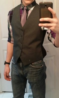 Fucking suit vests without a jacket. | 16 Things Dudes Need To Stop Wearing In 2016