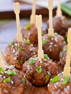 What are some fun, easy snacks/desserts I can make for a New Years Eve party?