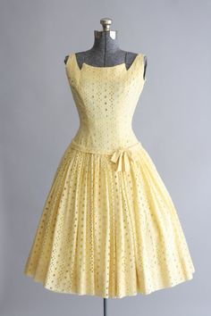Look : Vintage Dress… Vintage 1950s Dresses, Vintage Wear, Retro Dress, Vintage Looks, Vintage Outfits, Vintage Clothing, Vintage Style, 1950s Fashion, Vintage Fashion