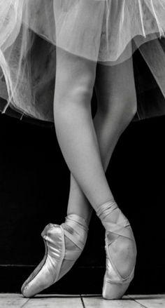 Ballet Feet, Ballet Dancers, Dance Photos, Dance Pictures, Pointe Shoes, Ballet Shoes, Dancer Photography, Ballet Images, Pretty Ballerinas