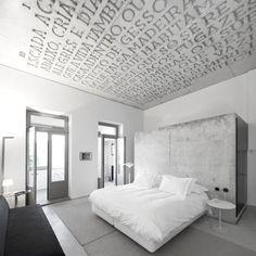 Casa do Conto (House of Tales) was born four years ago, giving rise to a unique project within the Oporto's growing hotel industry. The Hotel Casa do Conto Interior Minimalista, Hotel Porto Portugal, Interior Architecture, Interior And Exterior, Concrete Architecture, Room Interior, Plafond Design, Deco Design, Design Design