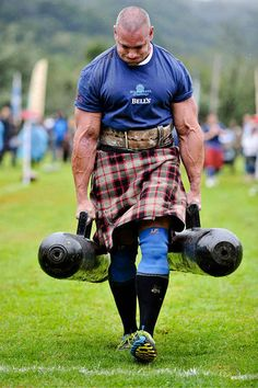 If you complain about having to carry your groceries up three flights of stairs, you probably do not wear a kilt. | 14 Photos That Prove Real Men Wear Kilts