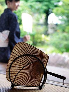 虎竹和紙渋引団扇と黒竹団扇立てセット うちわ 虎斑竹 tigerbamboo bamboo 和紙 japanesepaper 虎斑竹専門店 竹虎