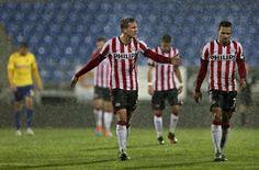 De wedstrijd Estoril-PSV wordt donderdag 27 nov. 2014 gestaakt bij een stand van 3-2 vanwege hevige regenval. De Eindhovenaren maken de volgende dag als de tweede helft wordt afgewerkt gelijk en gaan door in Europa.