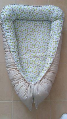 Hniezdo Vám poslúži pre novorodeniatka a ich prvé týždne života. Kľudne sa dá využiť aj do kočíka. Je ušité zo 100% bavlny a je obojstranné. Ku hniezdu je aj vankúšik ozdobený srdiečkom.  Ležiaca plôška je vyplnená mäkkučkým vatelínom, šnúrky sú regulovateľné podľa potreby.  Rozmery ležiacej plôšky: 65 x 39 cm  Rozmery celkom: 85 cm x 55 cm Baby, Baby Humor, Infant, Babies, Babys