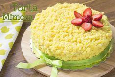 La Torta Mimosa alle Fragole è un dolce bello e goloso, ideale da preparare per un compleanno o da proporre in un giorno speciale come l'8 marzo, festa della donna!