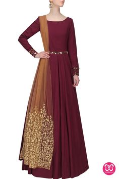 Nikhil Thampi presents Maroon and gold metal appplique work anarkali set available only at Pernia's Pop Up Shop. Indian Gowns, Indian Attire, Indian Ethnic Wear, Pakistani Dresses, Indian Outfits, Moda Medieval, Party Kleidung, Desi Clothes, Anarkali Dress